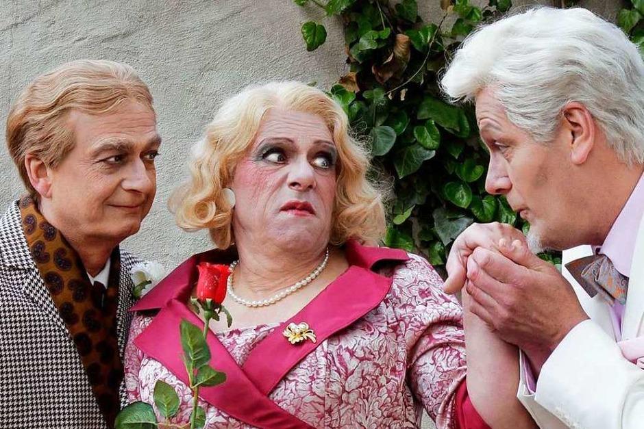 """Impressionen von der Premiere des Abendstücks """"Charleys Tante """" auf der Breisacher Festspielbühne (Foto: Festspiele Breisach/Elke Bürgin)"""