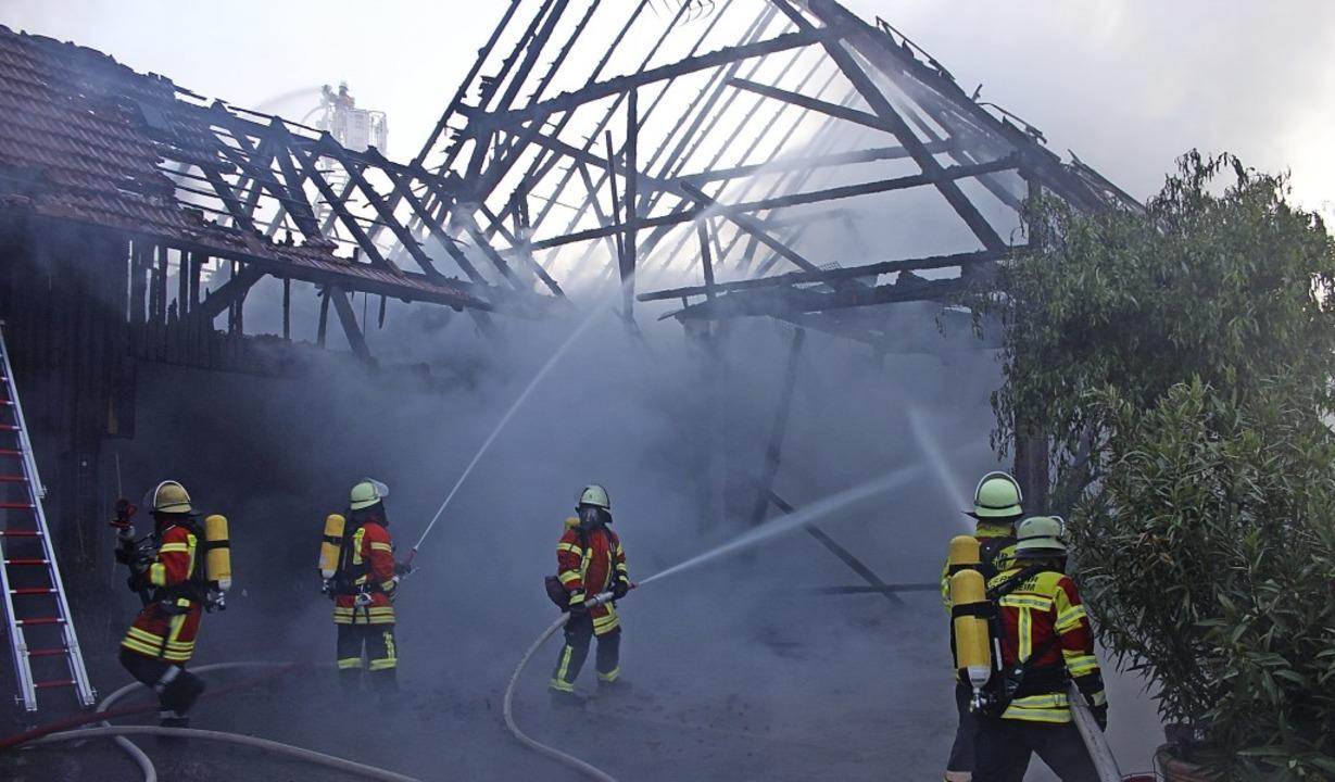 Insgesamt waren in der Nacht mehr als 70 Feuerwehrleute im Einsatz.  | Foto: Feuerwehr Herbolzheim