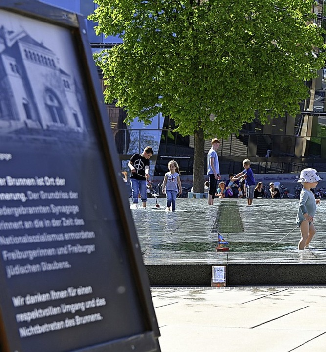 Info-Tafel am Brunnen     Foto: Rita Eggstein