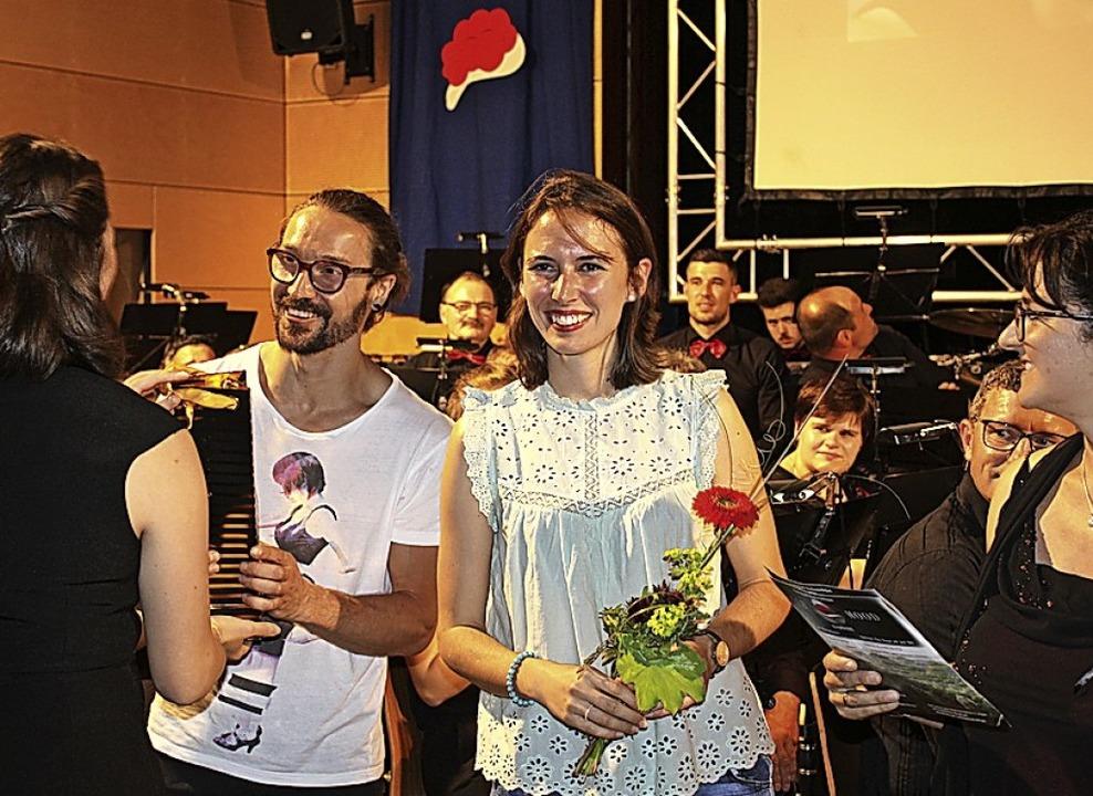 Josef Weis und Flora Wenczel ernteten viel Applaus für ihre Reportage.  | Foto: Karin Heiß