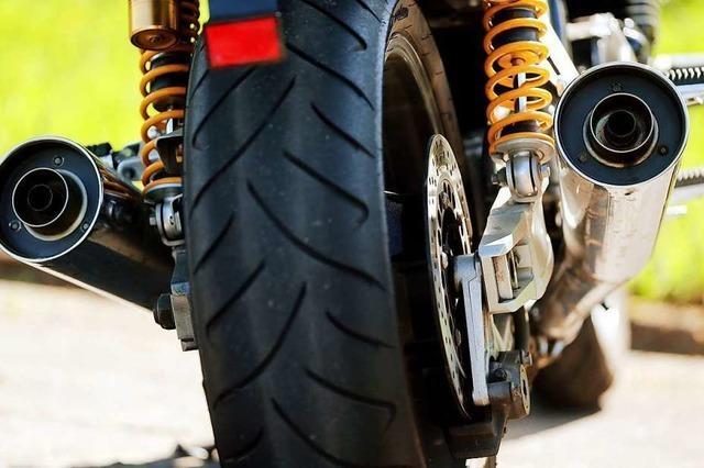 Motorradfahrer verletzt sich nach Sturz auf L112 in Glottertal