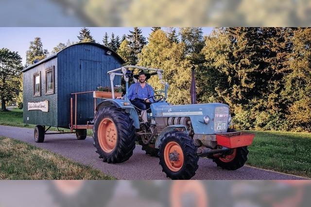 Martin Wangler kommt auf seiner Heimattour im umgebauten Forstwagen nach Münchweier