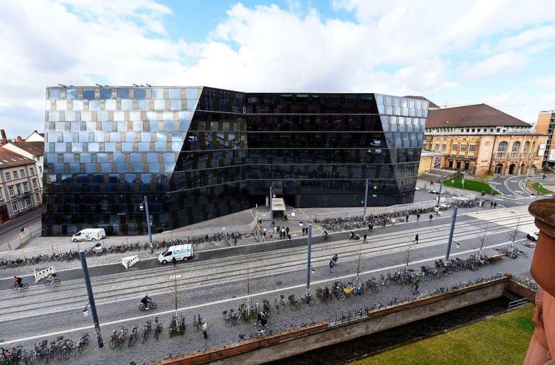 Die Freiburger Unibibliothek wird wege... – zum Teil noch bis Jahresende.  | Foto: Thomas Kunz