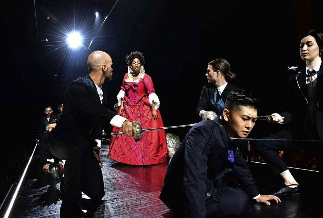Starker Auftritt im roten Kleid: Nicole Heaston als Dido   | Foto: Sandra Then