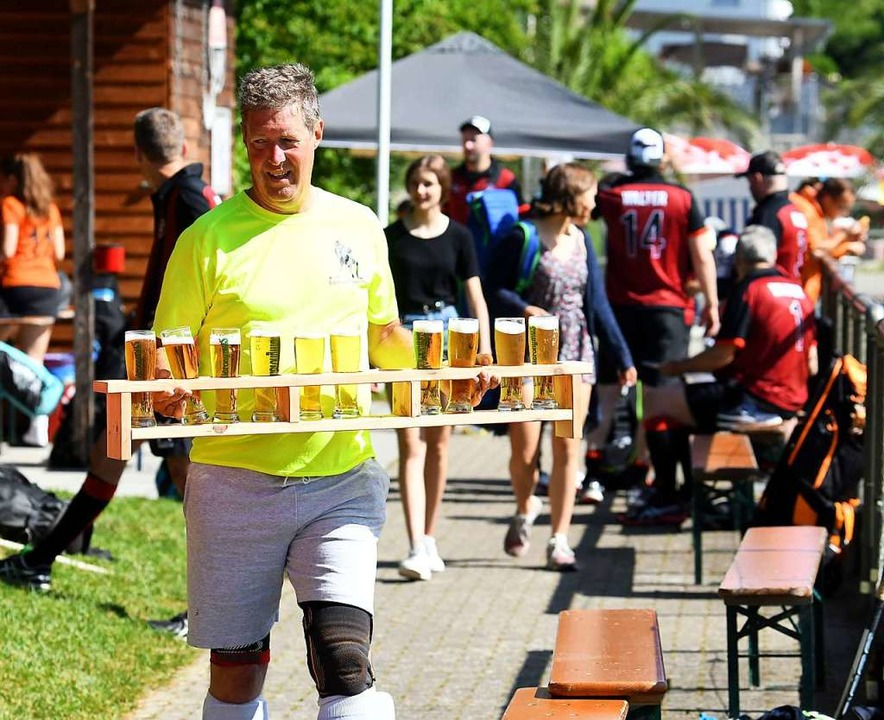 Ein Fest der Freundschaft mit Teams au...land: Das Pfingsthockeyturnier in Lahr  | Foto: Wolfgang Künstle