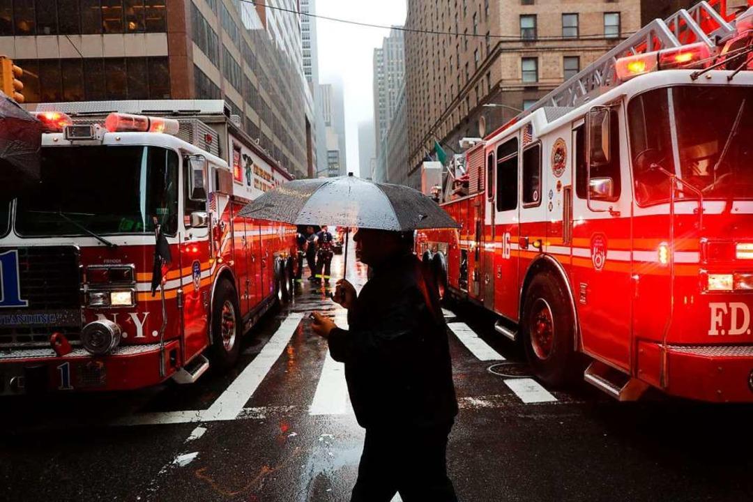 Das Hubschrauberunglück löste einen Großeinsatz in Manhattan aus.  | Foto: SPENCER PLATT (AFP)