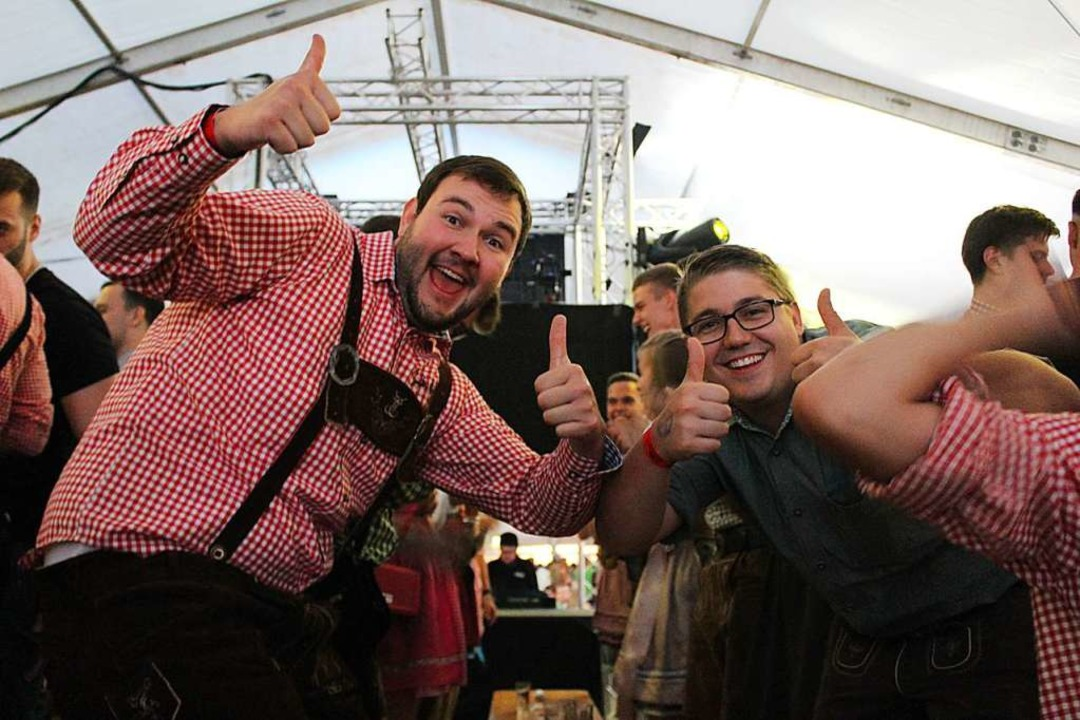 Im Festzelt war Feierlaune angesagt.  | Foto: Erich Krieger