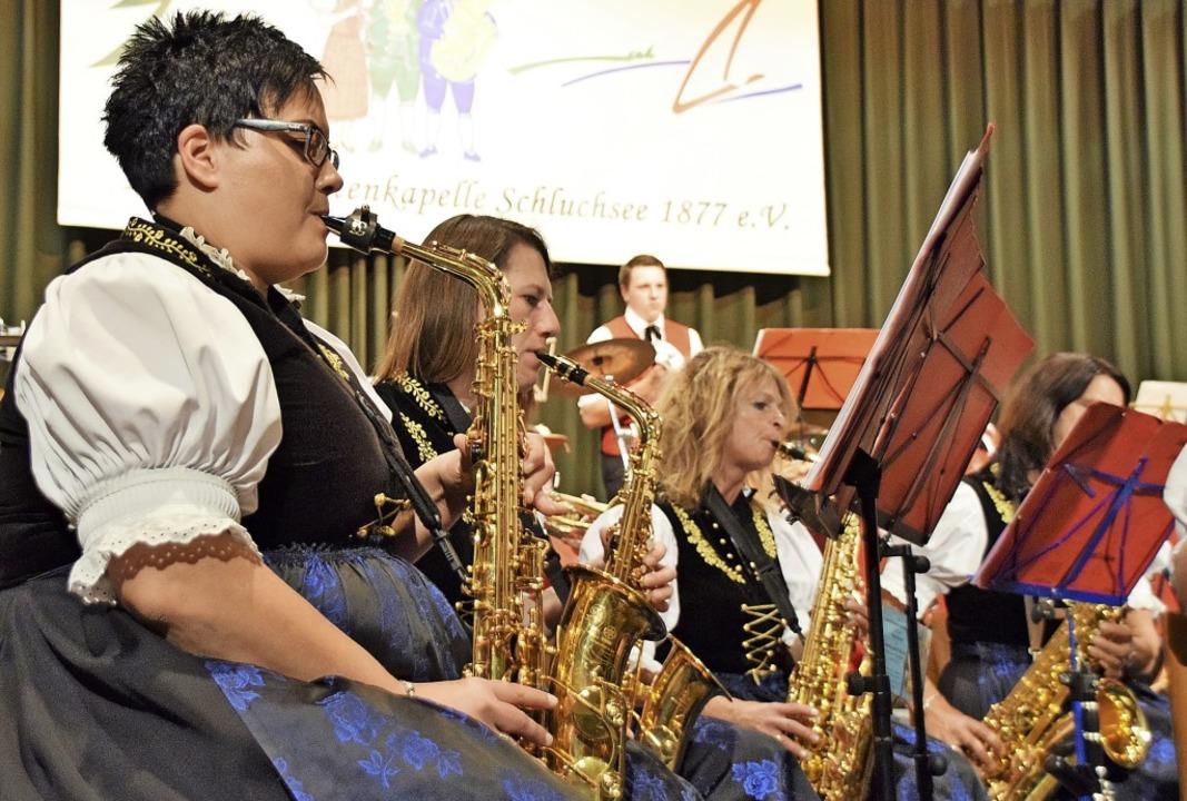 Die  Saxophone sind in der Trachtenkapelle Schluchsee fest in Frauenhand.  | Foto: Evamarie Kurfess