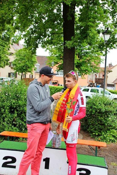 Begehrter Interviewpartner: Lukas Baldinger nach seinem Sieg  | Foto: Mario Schöneberg