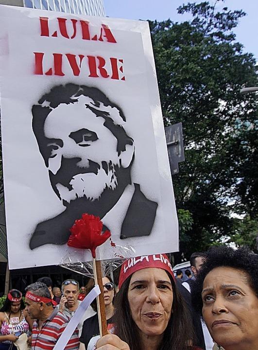 Demonstrationen für den verurteilten L...nten  Jair Bolsonaro (rechts) richten.  | Foto: Cris Faga