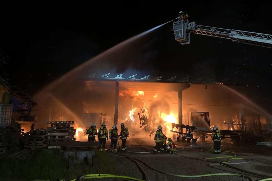 Eine Woche später brannte eine Maschin...rbolzheim und dem Ortsteil Wagenstadt.  | Foto: Feuerwehr Herbolzheim
