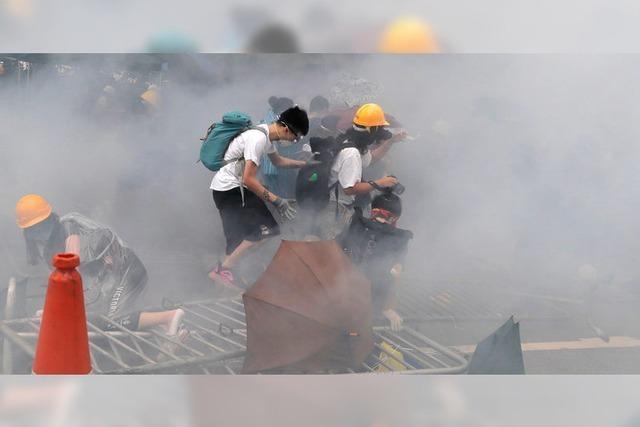 Polizei in Hongkong setzt Tränengas gegen Demonstranten ein