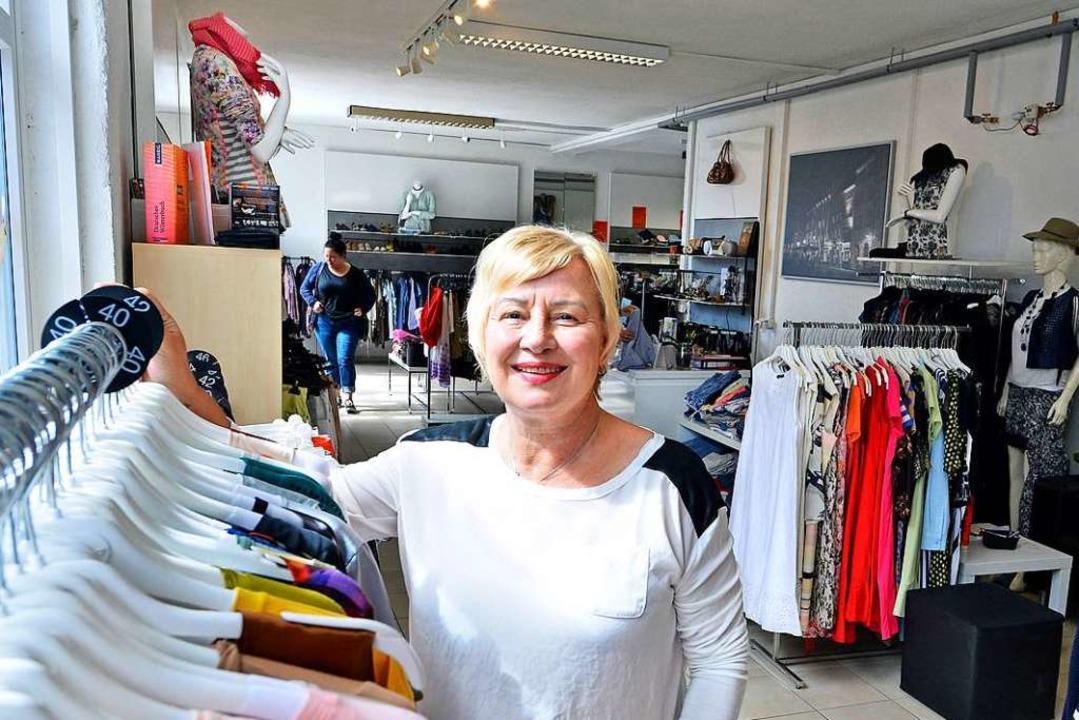 "Renate Knödel, Inhaberin des Secondhandladens ""Mode im Quartier"".  | Foto: Michael Bamberger"