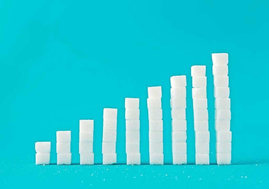 So viel Zucker kann in einem Liter Energydrink enthalten sein.  | Foto: kireewongfoto - stock.adobe.com