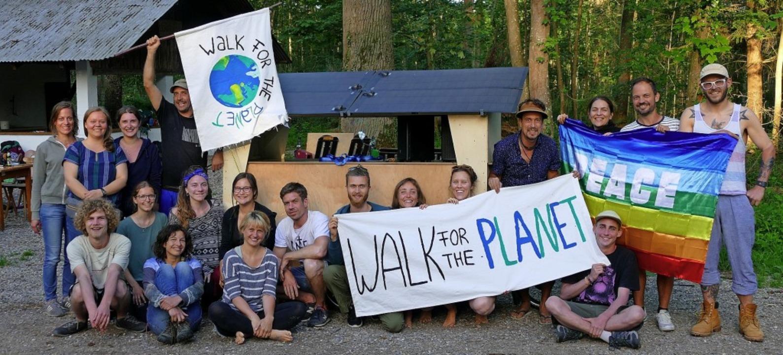 Die Hütte im Wald in Bremgarten diente...Aktivisten über Pfingsten als Quartier  | Foto: Victor Adolf