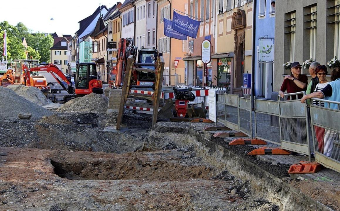 Das freigelegte Fundament des Stadttores  | Foto: Annika Sindlinger