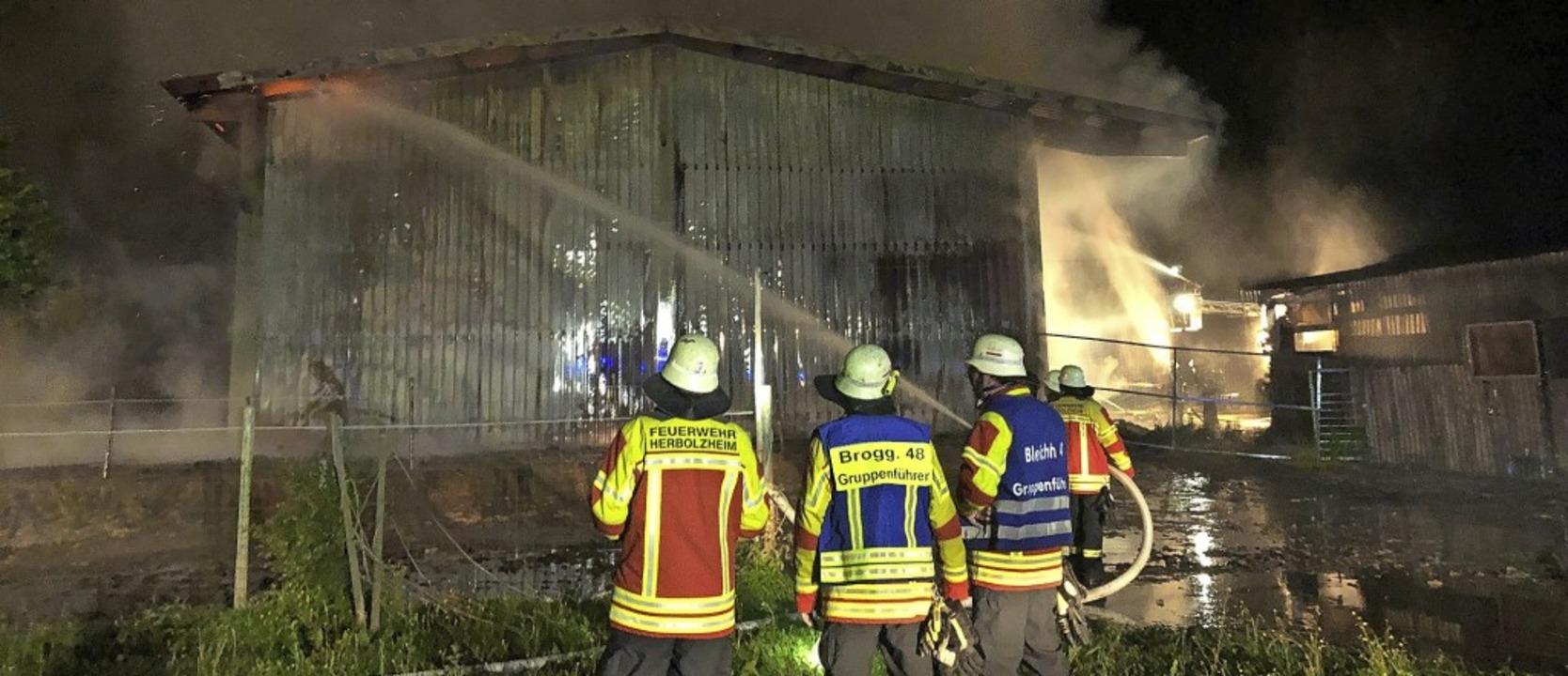 Vor zwei Wochen brannte eine Scheune zwischen Herbolzheim und Wagenstadt.   | Foto: Feuerwehr Herbolzheim