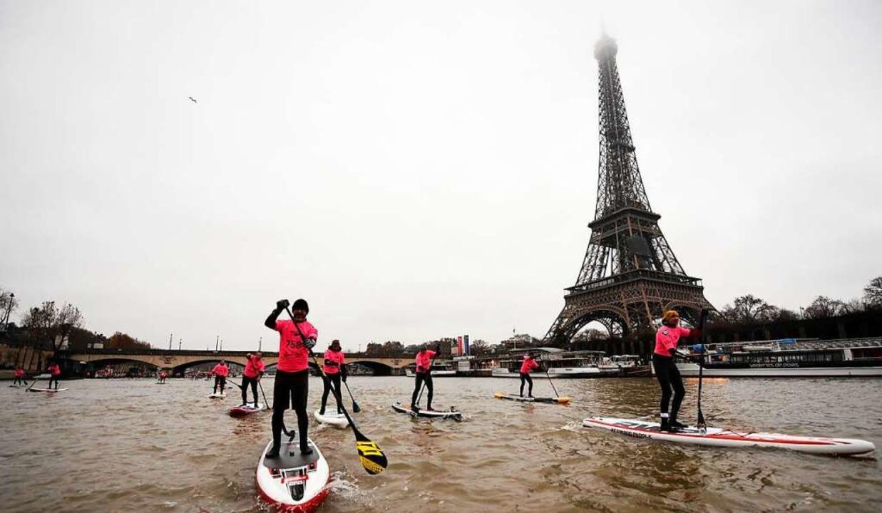 Paddler auf der Seine in Paris  | Foto: CHRISTOPHE SIMON