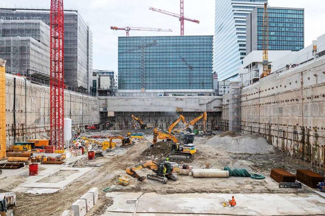 Die Baugrube für das Forschungs- und E...s neuen Service- und Werkstattgebäudes  | Foto: Beat Ernst
