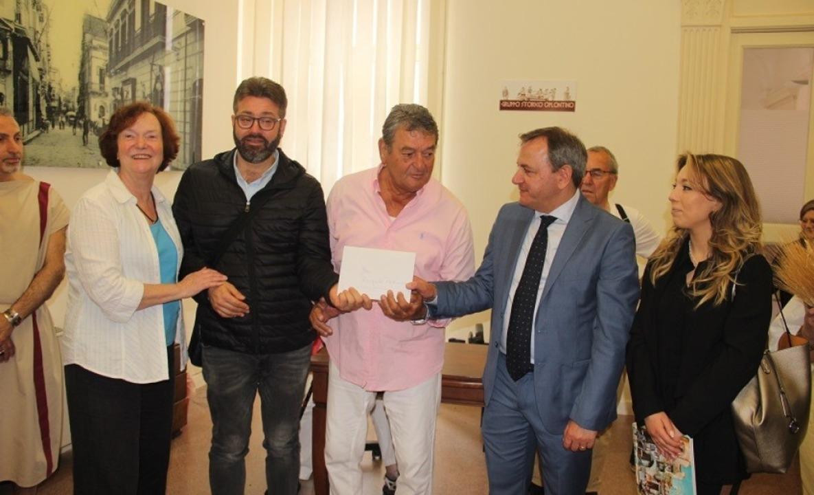 Spendenübergabe in der befreundeten St...d Brigitte Zentis (Zweite von links).   | Foto: Privat