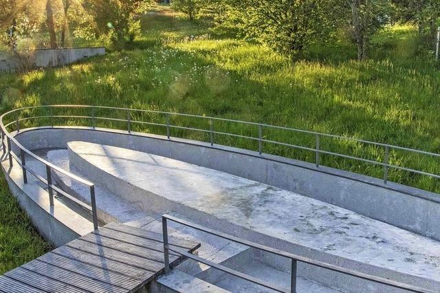 Wassertreten im Park