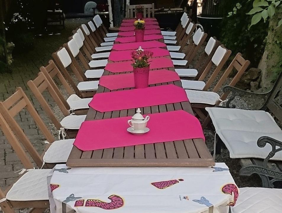 Alles bereit für die Gäste: Schon 2017...lschaft in den Walnuss-Teegarten ein.   | Foto: privat