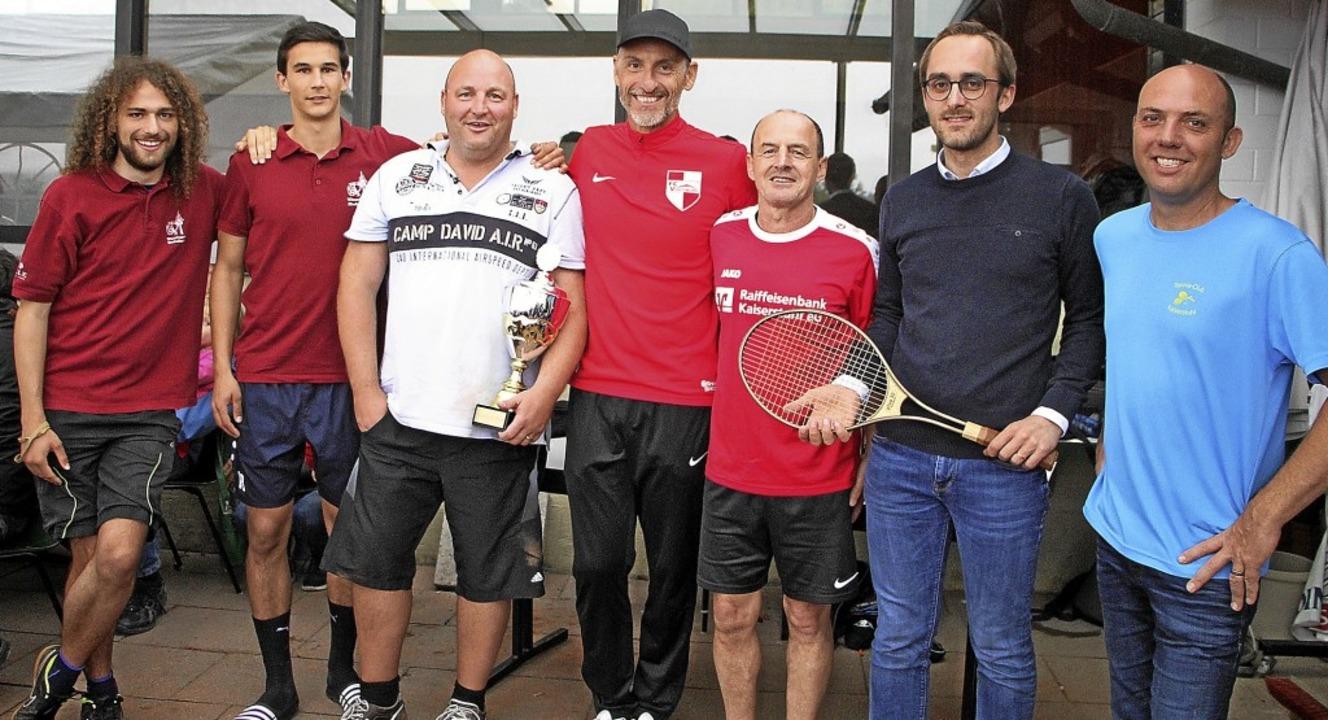 Oliver Weber, Vorsitzender des TC Kais...rten Mannschaften des Vogtsburg Open.     Foto: Herbert Trogus
