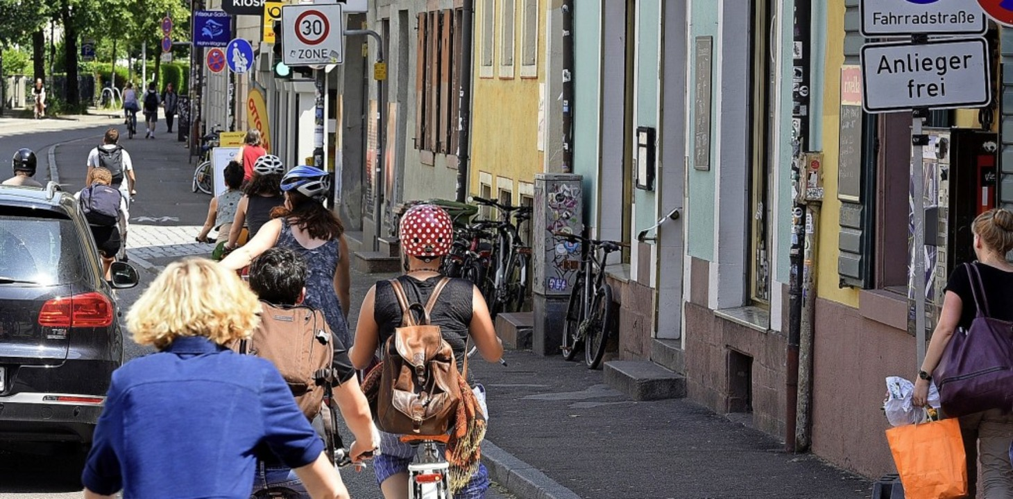 In der Kartäuserstraße bedrängen sich ...werden heute die Sperrungen abgebaut.   | Foto: Thomas Kunz