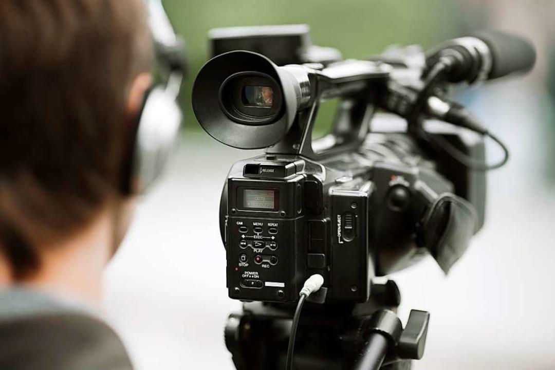 In einem Video rufen 27 Freiburgerinne...litischem Engagement auf (Symbolbild).  | Foto: ©vesnafoto - stock.adobe.com