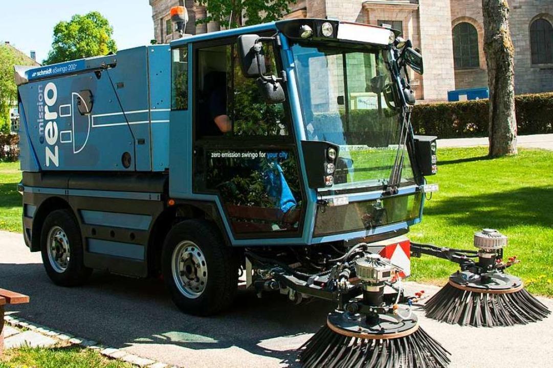 Kompaktkehrmaschine mit vollelektrischem Antrieb  | Foto: Aebi Schmidt Holding AG