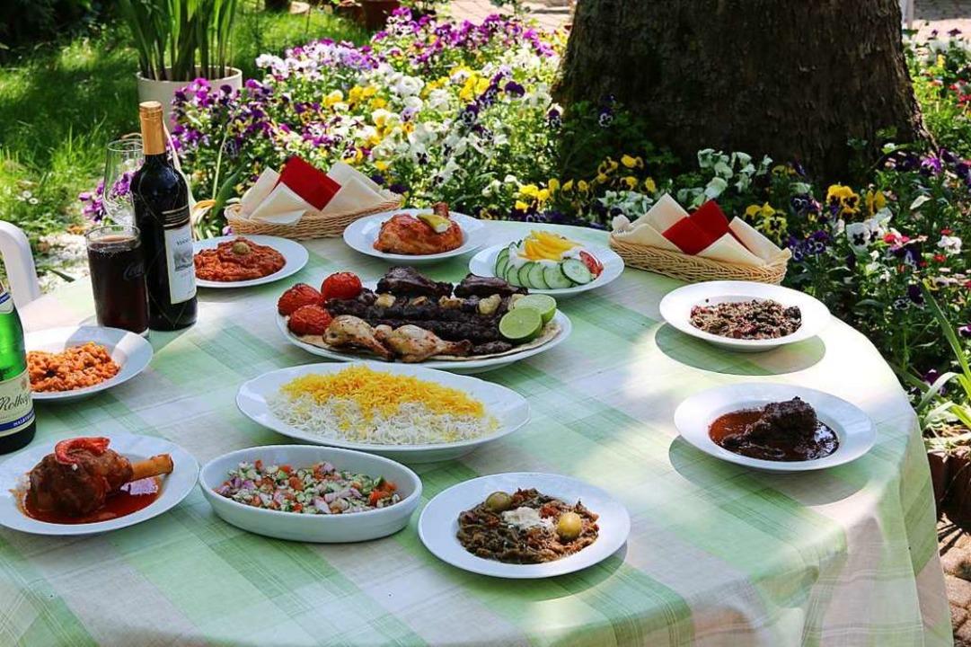 Im Parsian Restaurant serviert Betreiber Vahid Vahabi Kashi vielfältige Speisen.  | Foto: Hannes Selz