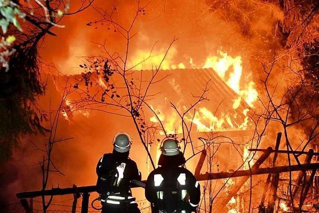 Gartenhütte wird ein Raub der Flammen