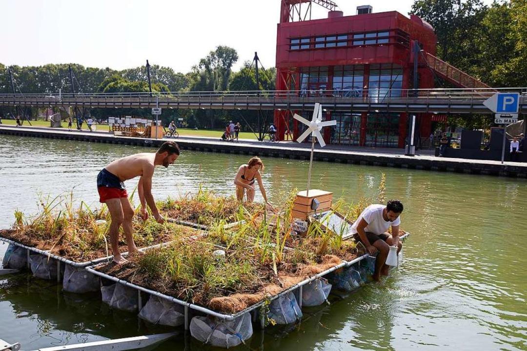 Ilot Vert ist eine mobile Plattform, d... schwimmt. Hier ein Prototyp in Paris.    Foto: Ilot Vert