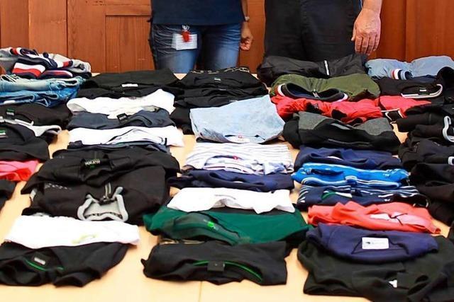 Kleiderspende fürs DRK nach Polizeieinsatz