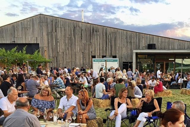 Lavendelduft und Weinspezialitäten unter freiem Himmel