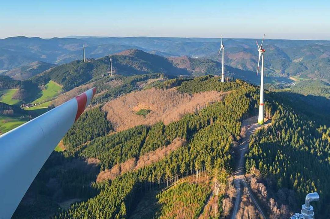 Blick über den Höhenrücke zwischen Elz... und II, bestehend aus je drei Anlagen  | Foto: Windkraft Schonach