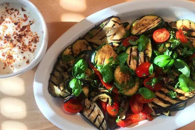 Pünktlich zur Grillsaison: Wie man Gemüse richtig anbrät