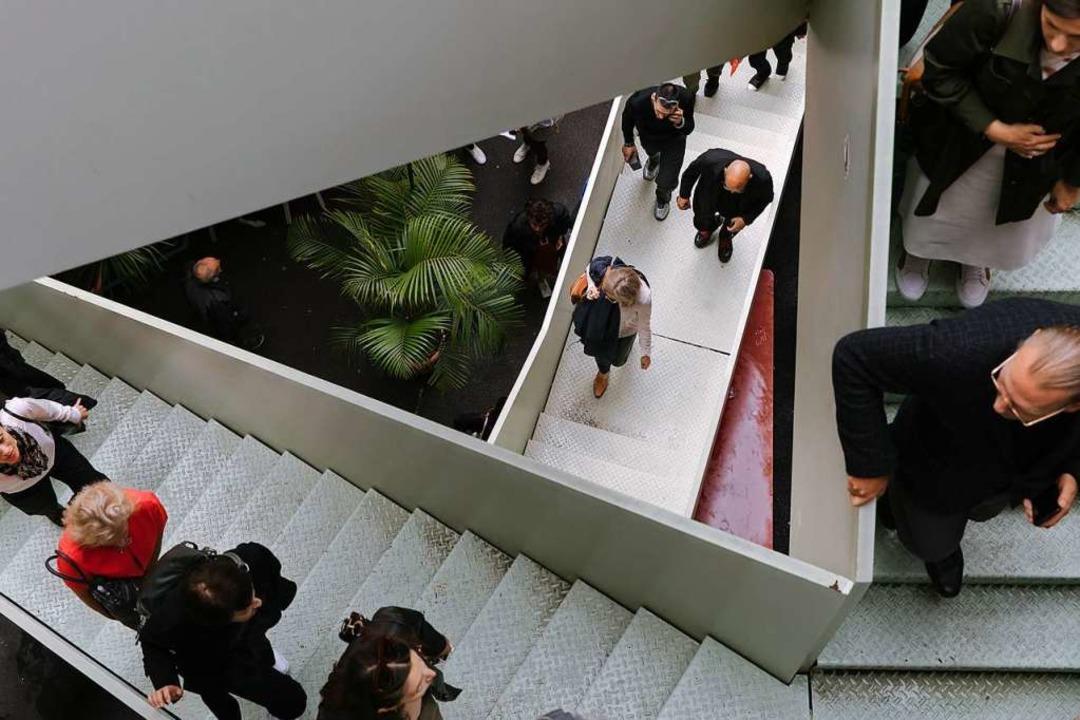 Die verwinkelte Treppe zu den Ausstell...ck hat auch schon etwas Artifizielles.  | Foto: Diana Pfammatter