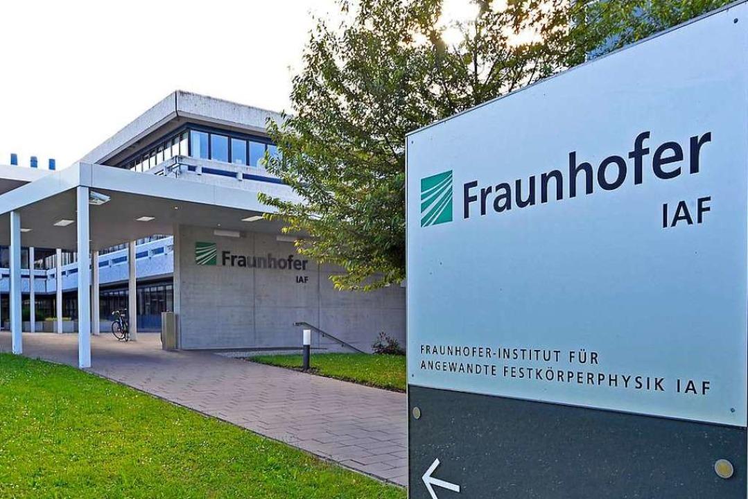 Das Institut für Angewandte Festkörper...ünf Fraunhofer-Instituten in Freiburg.  | Foto: Michael Bamberger