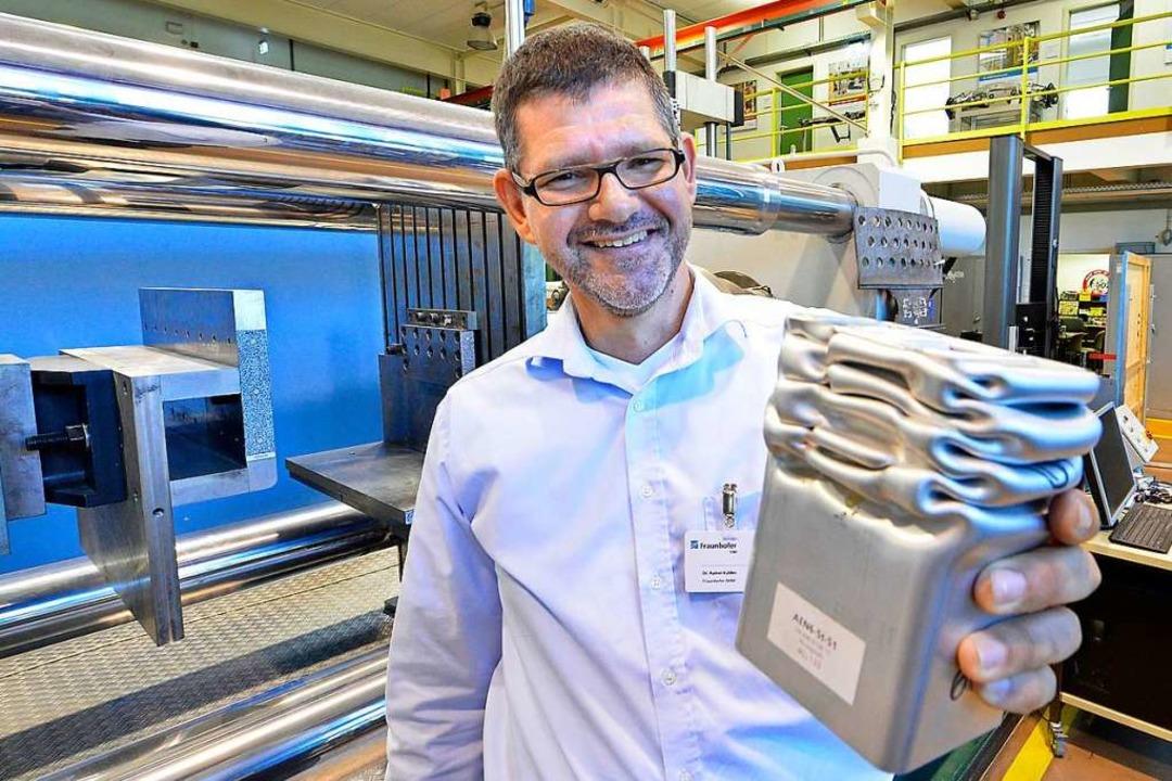 Im Institut für Werkstoffmechanik (IWM... unter extremen Bedingungen verhalten.  | Foto: Michael Bamberger