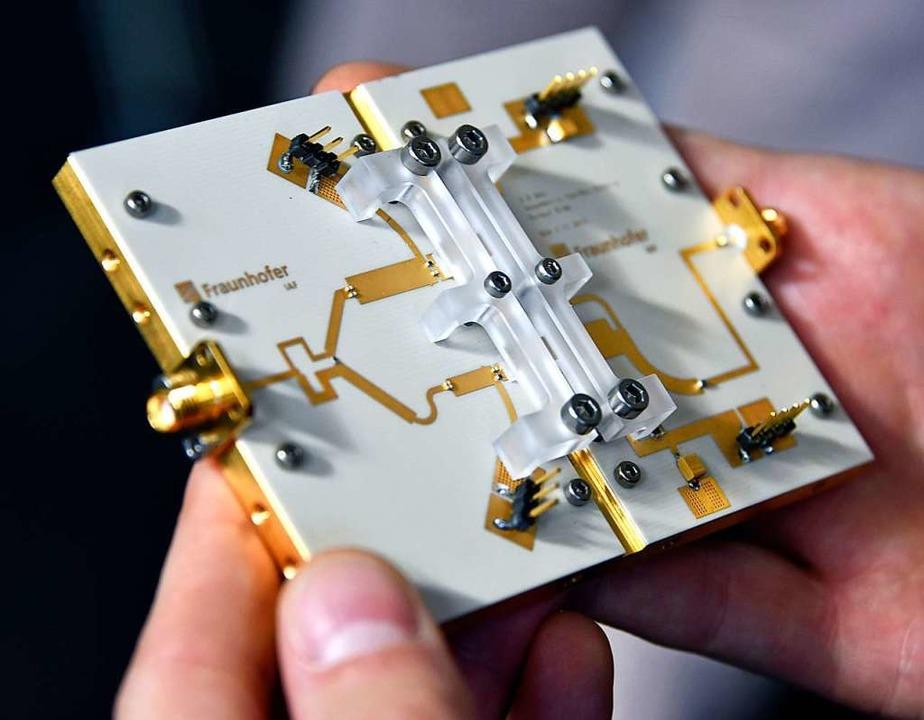 Im Institut für Angewandte Festkörperp... von Chips, Magnetdetektoren und LEDs.  | Foto: Michael Bamberger