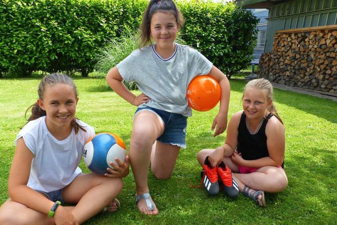 Lena, Sina und Emilia aus Gottenheim s... bei der Fußball-WM der Frauen spielt.  | Foto: Claudia Bachmann-Goronzy