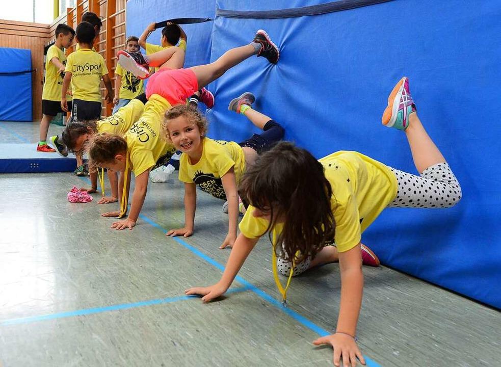 Damit Kinder in der Freizeit turnen kö... Freiburg, ist viel Orga-Arbeit nötig.  | Foto: Rita Eggstein