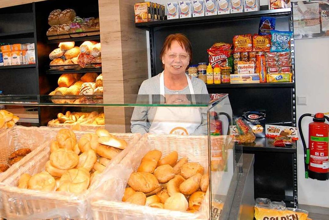 Ursula Schimandl ist für die Backwaren im Tafelladen zuständig.   | Foto: Leony Stabla