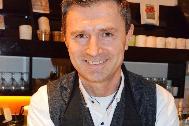 Ein Freiburger Barista lehrt in Seminaren Latte Art für Einsteiger