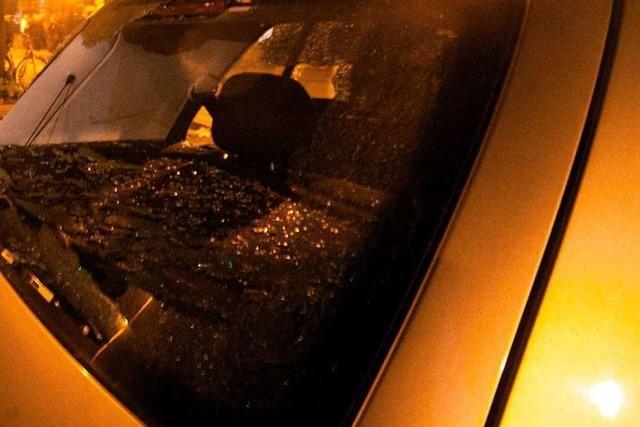Unbekannte schlagen in Rheinfelden und Minseln Heckscheiben geparkter Autos ein