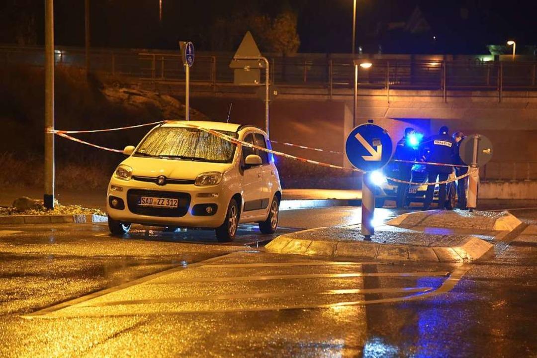 Bild vom Polizeieinsatz in Wyhlen kurz nach der Tat.  | Foto: Martin Eckert