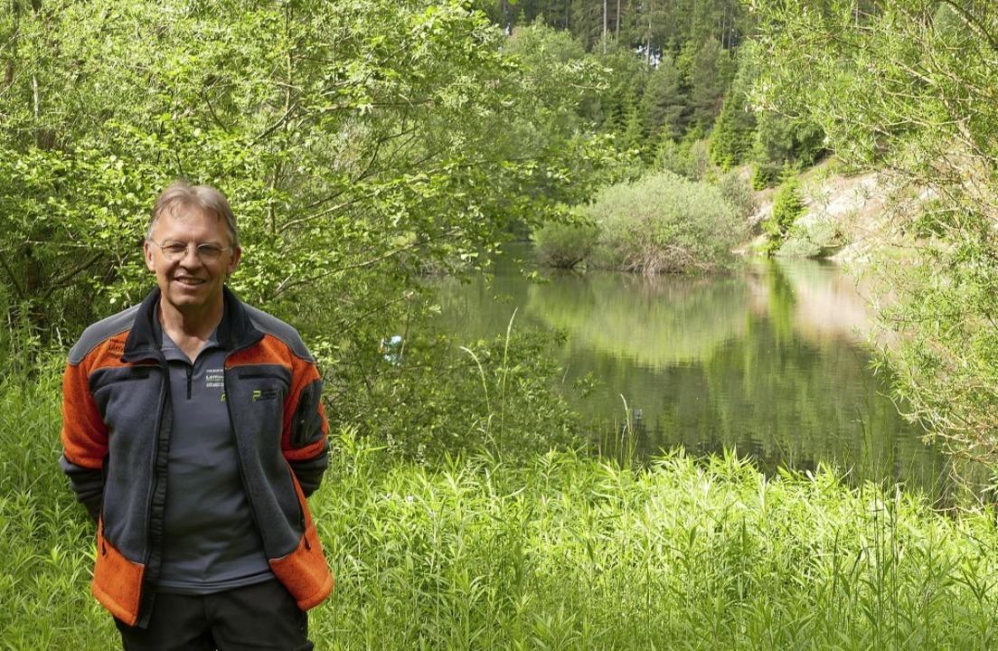 Stadtförster Karl Meister vor einem de...m Bereich der Kiesgrube Reiselfingen.     Foto: Martin Wunderle