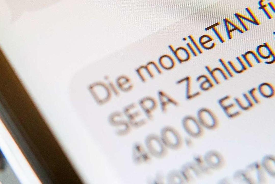Ein Einfallstor für die Betrüger war das Mobile-TAN-Verfahren.  | Foto: Lino Mirgeler