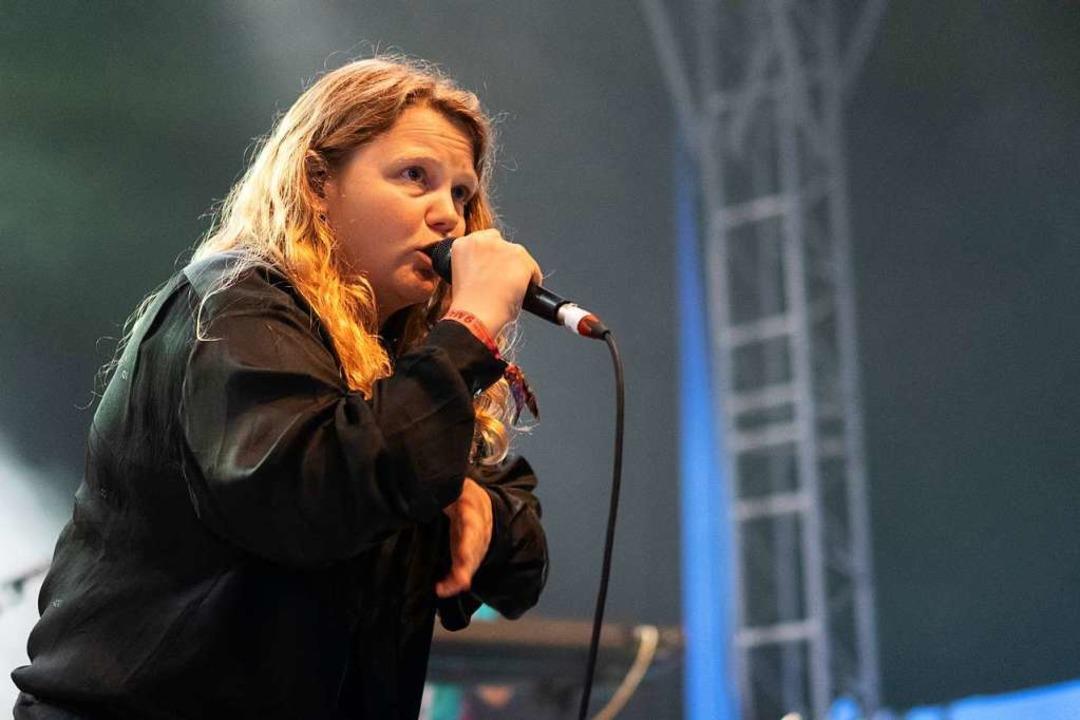 Kate Tempest bei ihrem Auftritt in Mannheim  | Foto: Simon Langemann